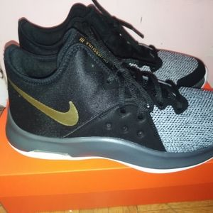 Nike Shoes - Nike Air Versitiles 3